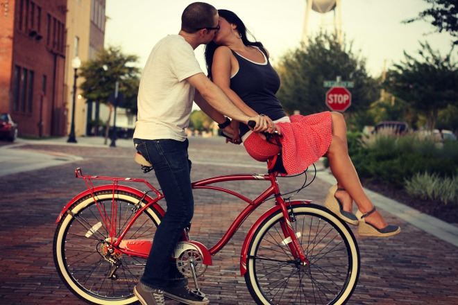 Turny Bike Kiss